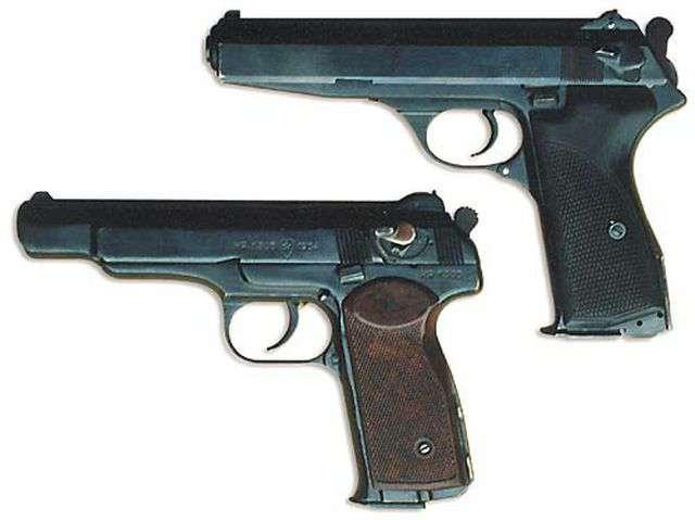 Автоматический пистолет Калашникова (вверху) и автоматический пистолет Стечкина (АПС)