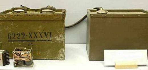 Блок управления объектной мины Ф-10 (слева), справа — аккумулятор