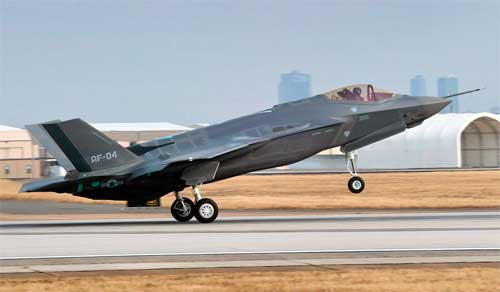 F-35 взлетает