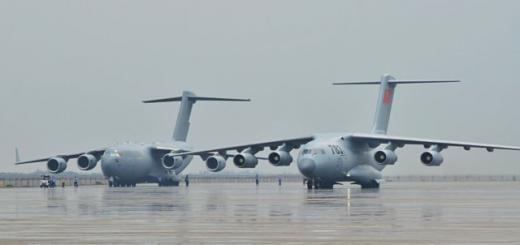Y-20 рядом с Boeing C-17 ВВС ОАЭ