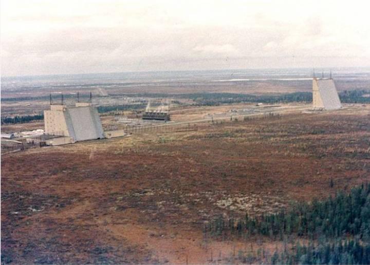 РЛС «Дарьял» (передатчик слева, приемник справа)