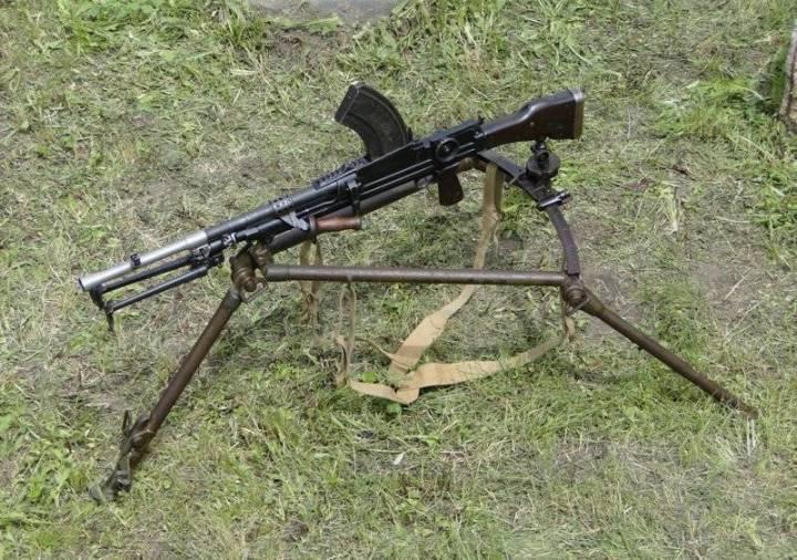 пулемет на треноге