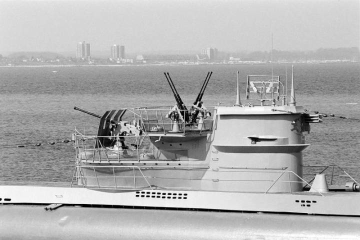Рубка подлодки U-955. Схожие агрегаты имели U-Flak до модернизации.