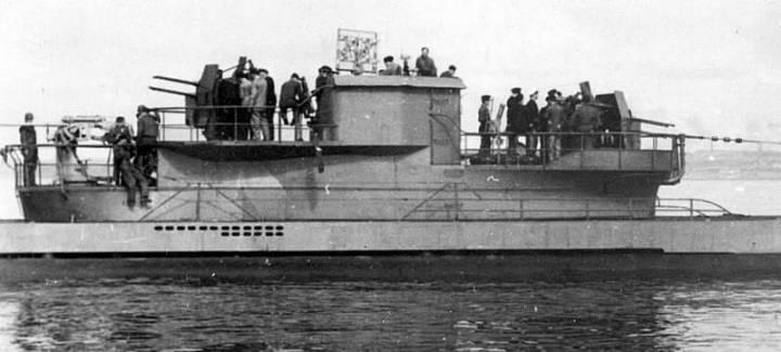 Рубка обновленной подлодки U-441 (нос справа)